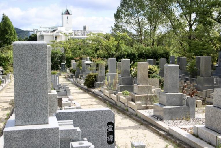 お骨を埋葬をするために貰える費用がある⁈「埋葬料」とは?金額や申請 ...