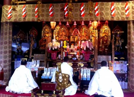 仏式葬儀とは?一般的なマナーや葬儀の流れについて徹底解説
