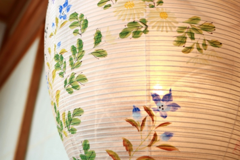 花柄の提灯の画像