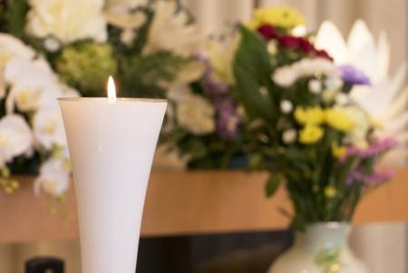 家族葬によるメリットデメリットから、家族葬で葬儀を行う場合の費用相場までを徹底解説!