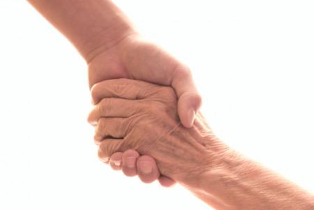 祖母の葬式には参列すべき?祖母の葬儀に参列する際の注意点や香典相場から忌引について徹底解説!